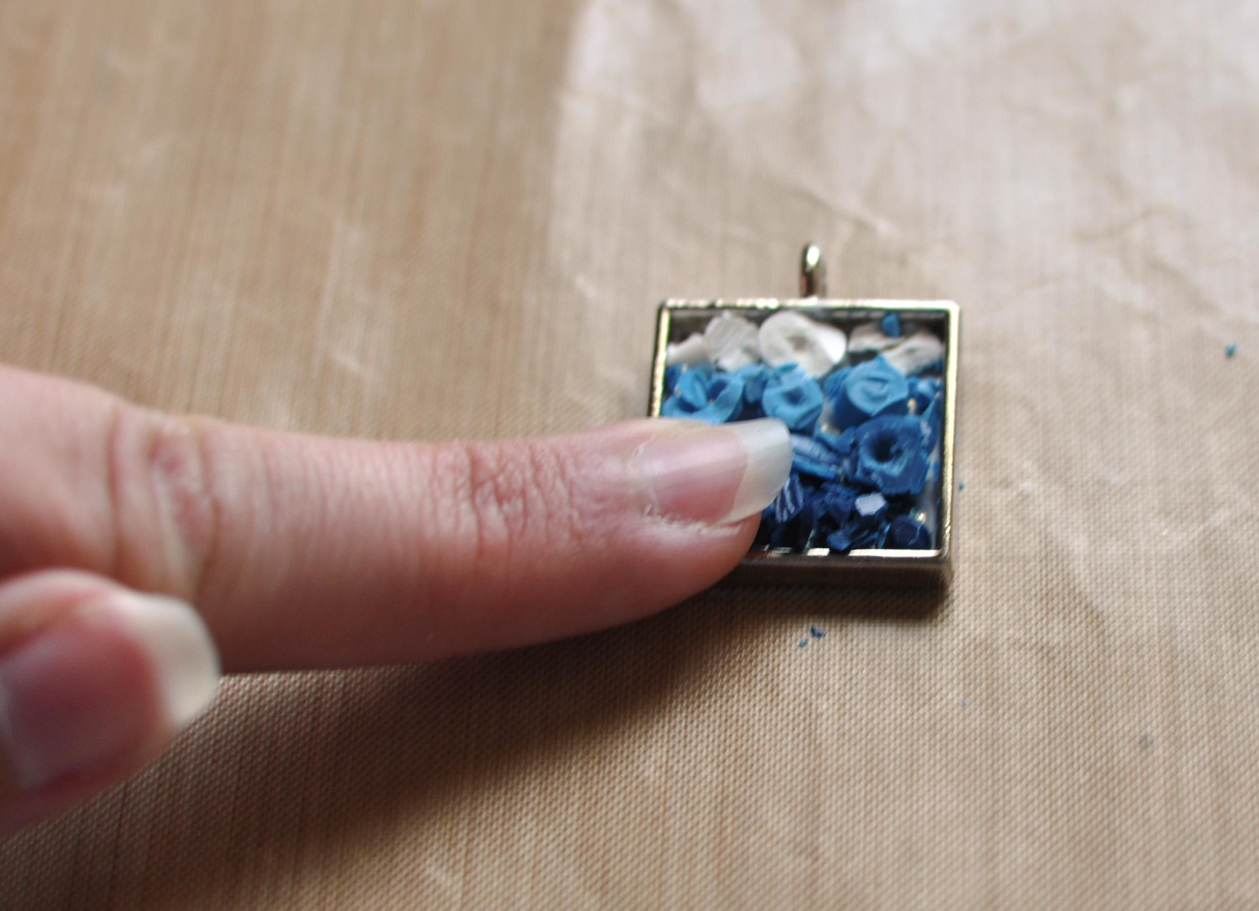 Tutorial for turning crayons into colorful jewelry