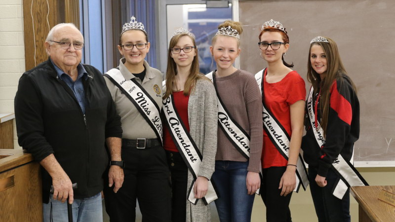 La Verkin City Royalty visit City Council