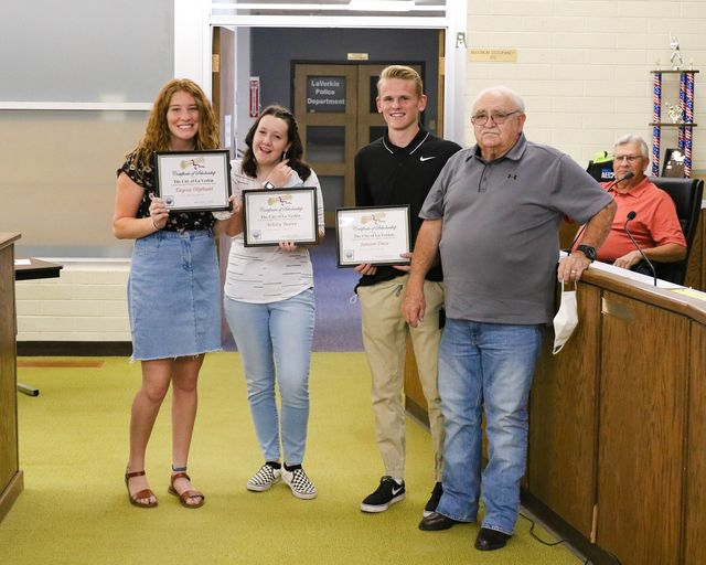 La Verkin Seniors win scholarships