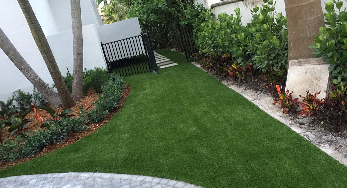 Home Synthetic Turf / Grass